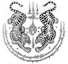 Muay Thai Tattoo symbols and meanings Tigres jumeaux Sak Yant [tatouage de yantra] tatouage Muay Thai Tatuagem Yantra, Tatuagem Sak Yant, Yantra Tattoo, Sak Yant Tattoo, Hamsa Tattoo, Mandala Tattoo, Muay Thai Tattoo, Khmer Tattoo, Thailand Tattoo
