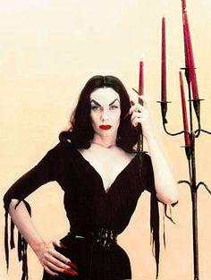 "Maila Nurmi, aka Vampira, Height: 5' 6½"",  Born December 11, 1922 in Petsamo, Finland,  Died: January 10, 2008 (age 85) in Los Angeles, California, USA, was believed to have been the first horror host.   IMDb http://www.imdb.com/name/nm0885533/ Profile http://www.findadeath.com/Deceased/n/MailaNurmiVampira/mailanurmi.htm"