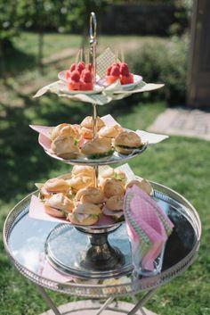 Tiered Cakes, Table Decorations, Home Decor, Apple, Wine, Homemade Home Decor, Interior Design, Home Interiors, Decoration Home