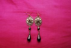 """Boucles d'oreille""""chocolat chic"""" : fleurs métal doré strass topaz perles facettes verre marron métallisé perles verre : Boucles d'oreille par lericheattirail"""