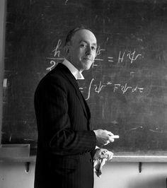 Robert Doisneau // Sciences - Louis de Broglie au tableau noir, Paris 1943