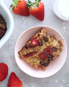 This strawberry banana baked oatmeal recipe is the perfect make ahead breakfast Strawberry banana and chocolate what could be better strawberry banana bakedoatmeal oatmeal glutenfree healthy healthyrecipe # Make Ahead Breakfast, Healthy Breakfast Recipes, Healthy Recipes, Healthy Brunch, Healthy Strawberry Recipes Clean Eating, Breakfast Ideas, Healthy Filling Breakfast, Healthy Eating, Clean Eating Desserts