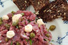 Laksepirog med dildcreme - Myfoodblog.dk Cobb Salad, Salmon, Brunch, Meat, Food, Spinach, Beef, Meal, Essen