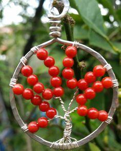 Albero della vita in argento e corallo interamente fatto a mano #energystone #cristalloterapia #handmadejewelry #crystaljewelry #wirewrap