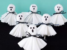 These fun and easy Halloween crafts will keep your kids busy...and help decorate the house for Halloween!