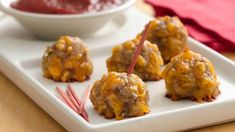 Bisquick® Sausage Cheese Balls Recipe* These little appetizers make a big hit with any crowd. They continue to be one of our most-requested recipes! Recipe provided by Bisquick Appetizer Dips, Appetizers For Party, Appetizer Recipes, Christmas Appetizers, Meatball Appetizers, Pizza Appetizers, Christmas Recipes, Brunch Recipes, Holiday Recipes