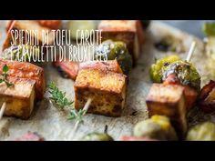 Gli spiedini di tofu e cavoletti di Bruxelles sono un secondo delizioso e un'alternativa vegetale che piacerà proprio a tutti.