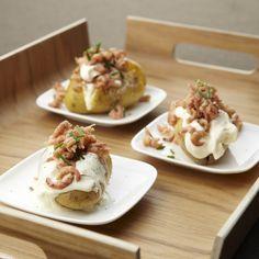 Aardappelen in de schil met grijze garnalen en zure room - Lekker van bij ons !