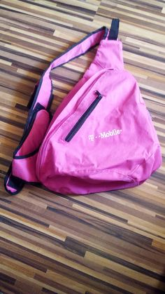 Vak T Mobile - ružový. Kvalitný. Asi ak darček - akcia k mobilu. značka CENTRIXX Keds, Mobiles, Backpacks, Fashion, Moda, Fashion Styles, Mobile Phones, Backpack, Fashion Illustrations