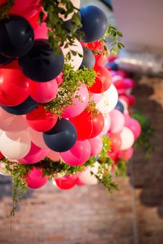 Photography: Julia Franzosa Photography - julia-franzosa.com  Read More: http://www.stylemepretty.com/2015/02/04/kate-spade-inspired-chicago-wedding/