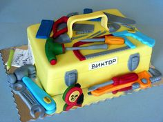 Toolbox cake I like the Child look of the tools Cupcakes, Cupcake Cakes, Amazing Cakes, Beautiful Cakes, Tool Box Cake, Tool Party, 3rd Birthday Cakes, Cakes For Boys, Boy Cakes