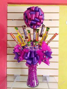 Chocolates, Candy Bouquet, Diy Hacks, 4th Of July Wreath, Gift Baskets, Food Videos, Birthday Candles, Yummy Food, Snacks