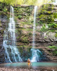 Arkansas, you are damn fine💙I'm always a big proponent of exploring your own backyard, and for 32 years, I had no idea this waterfall existed. Better late than never! This summer is all about touring your surroundings and local world. Anyone have domestic travel plans close to home? #home #arkansas  #Regram @lesleyannemurphy