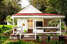 The tiny house movement isn't necessarily about sacrifice. Check out these small house pictures and plans that maximize both function and style! These best tiny homes are just as functional as they are adorable. Tyni House, Tiny House Living, Farm House, House Floor, Small Living, House Porch, House Bath, Tiny House Movement, Cabins And Cottages