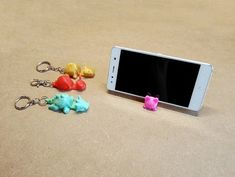 Image of Easy & Fun Things to Print in an Hour (or Less): Keychain Smartphone Stand 3d Printing Business, 3d Printing Diy, 3d Printing Service, Printing Services, 3d Printer Designs, 3d Printer Projects, Useful 3d Prints, Cool 3d Prints, Stylo 3d