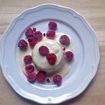 Erdei gyümölcsös, fehér csokoládés panna cotta