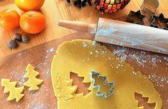 Las fiestas de fin de año están a la vuelta de la esquina, por ello, a continuación, te dejaré la receta de galletas de navidad fáciles y deliciosas. La misma se elabora con ingredientes muy sencillos que, seguramente tienes en tu hogar. ¡Vamos a por la receta! Ingredientes: + 200 g de mante