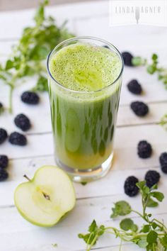 The Skin Rejuvenator - this delicious green juice is bursting with vitamin C and antioxidants for radiant, glowing skin!!