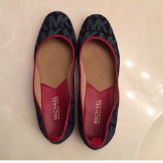Michael Kors shoe Very good condition, no stain , fading, or tear. Clean inside and outside. Michael Kors Shoes Espadrilles