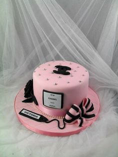 13th Birthday Cake For Girls, Sweet 16 Birthday Cake, Moms 50th Birthday, Beautiful Birthday Cakes, Beautiful Cupcakes, Coco Chanel Cake, Bolo Chanel, Dog Cakes, Girl Cakes