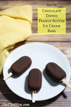 These sugar free low carb chocolate dipped peanut butter ice cream bars are so easy to make. Just whip up peanut butter cream, pour in molds, freeze, and dip! Sugar Free Peanut Butter, Peanut Butter Ice Cream, Low Carb Peanut Butter, Chocolate Peanut Butter, Chocolate Dipped, Chocolate Chips, Chocolate Cream, Coconut Cream, Coconut Oil