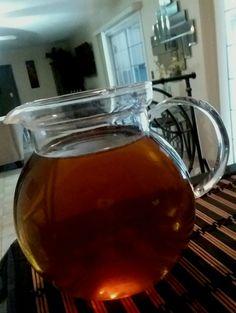 Chá gelado de erva-doce e louro - Coloque em dois litros de água fervida 6 folhas de louro e uma colher de semente de erva-doce, espere esfriar totalmente e leve a geladeira.
