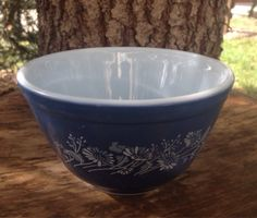 Vintage Pyrex Blue Colonial Mist - 401 - Blue / White Floral Design - Vintage Pyrex - Small Nesting / Mixing Bowl    This beauty measures