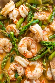 This quick and easy Lemon Garlic Shrimp and Asparagus is ready in less than 20 minutes! This one pan meal is exploding with flavor and always a crowd-pleaser. So next time you're looking for a healthy dinner, give this garlic shrimp and asparagus a try! Chicke Recipes, Chicken Pasta Recipes, Easy Pasta Recipes, Spaghetti Recipes, Easy Meals, Shrimp Recipes, Vegetarian Cookbook, Vegetarian Recipes Easy, Veg Recipes