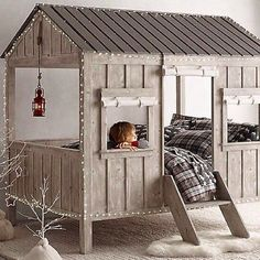 Cama casita de madera