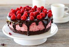 Brownie med bringebærmousse Cheesecake, Food And Drink, Recipes, Baking, Sweet Dreams, Kos, Desserts, Celebrities, Tailgate Desserts