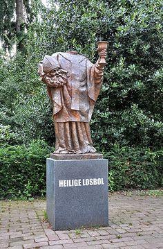 Heilige losbol - (Heilige Dionisius), Ridderplein Gemert/The Netherlands. Patroon van Gemert kermis sinds 1683. Gemaakt door Ton Mooy. Garden Sculpture, Outdoor Decor, Saints