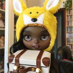 Daddy I got my luggage!    #erregiro #erregirodolls #bigeyes #blythe #doll #boneca #muñeca #custom #blythedoll #carving #poupée #makeup #sculpt #maquillaje #instadoll #haircut #手首 #ブライズ #fashion #moda #ブライスドール #art #diseño #design #instablythe #arte #arttoy #toy #fox #yellow