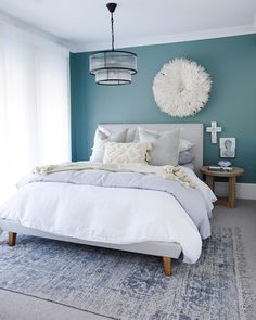 Pretty beach bedroom with teal walls, white bedding and pale grey accessories. Love the white juju hat against the darker teal walls. Teal Bedroom Walls, Teal Accent Walls, Feature Wall Bedroom, Bedroom Wall Colors, Accent Wall Bedroom, Bedroom Color Schemes, Teal Beach Bedroom, Grey Teal Bedrooms, Dulux Feature Wall