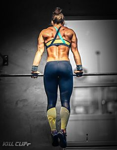 Fitspiration for crossfit and girls who love to lift - Strong girls do it better! I wish I looked that good! Nutrition Crossfit, Crossfit Body, Crossfit Women, Crossfit Motivation, Crossfit Chicks, Muscle Up Crossfit, Lifting Motivation, Weight Lifting, Camille Leblanc Bazinet