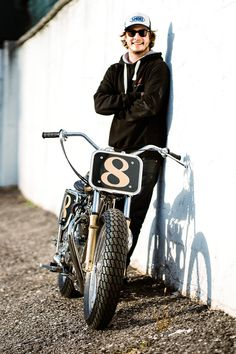 Switzerland's Young Guns Speed Shop don't discriminate. They specialise in restoring and modifying vintage motorcycles and have managed to tackle just about… Enduro Vintage, Vintage Bikes, Vintage Motorcycles, Custom Motorcycles, Custom Bikes, Vintage Cafe, Flat Track Motorcycle, Tracker Motorcycle, Motorcycle Style