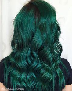 green hair Birthstone Haircolor, Yea Its A Thing - Bangstyle Dark Green Hair, Green Wig, Green Hair Colors, Hair Color Purple, Hair Dye Colors, Gray Hair, Lilac Hair, Pastel Hair, White Hair