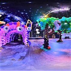 Balloon Decor Corporate Events — Artistic Balloon Decor - New Deko Sites Balloon Columns, Balloon Wall, Balloon Arch, Balloon Garland, Balloon Decorations, Table Decorations, Helium Balloons, Latex Balloons, Social Events