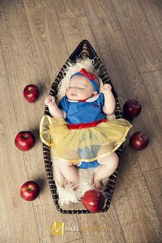 Snow White Newborn Pics - Matt DeBackere Photography