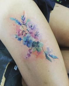 Love this water color tattoo Head Tattoos, Time Tattoos, Body Art Tattoos, Beautiful Flower Tattoos, Pretty Tattoos, Wrist Tattoos For Women, Tattoos For Kids, Javi Wolf, Small Chest Tattoos