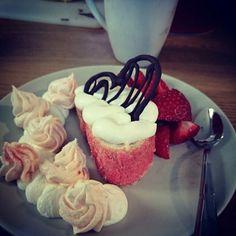 Midsummer dessert cake
