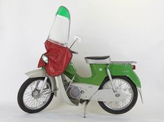 My mother and I travelled with this kind of vehicle when I was a child. The Old Days, Old Toys, Vespa, My Childhood, Good Times, Retro Vintage, Nostalgia, Old Things, Kid