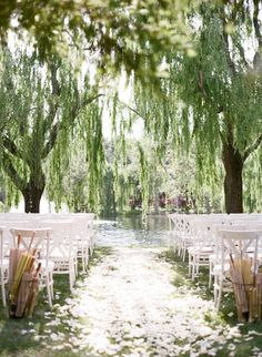INSPIRATION: 1.6.18, if the day is good, can it be switched to an outside wedding ceremony? Keep in mind! photo: Sylvie Gil Photography #inspired #wedwithted @tedbaker