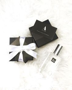 Who want this pretty gift set?  lovely perfume suitable for weddings gifts and events �� contact us for details and sample giveout��  可愛的黑白小禮包做回禮小禮物也不錯哦  歡迎預約試味��☺️ . . #blackalicehk#weddinggift#perfume#love#fragrance#hk#hkonlinestore#onlineshop#store#beauty#giftpack#giftshop#instalove http://gelinshop.com/ipost/1523836528801897481/?code=BUlwT_TAFwJ