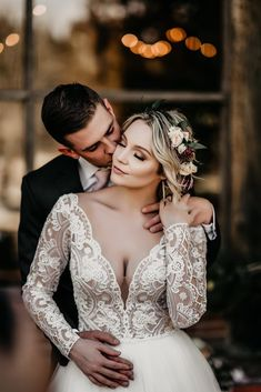 Wedding Couple Pictures, Wedding Picture Poses, Bride And Groom Pictures, Wedding Poses, Wedding Photoshoot, Wedding Portraits, Wedding Couples, Wedding Photography Styles, Wedding Photography Inspiration