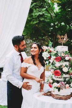 25 propuestas exquisitas de pastelería nupcial de la temporada. #Matrimoniocompe #Organizaciondebodas #Matrimonio #MatriPeru #BodaPeru #DecoracionDeMatrimonio #DecoracionConFloresParaBodasTortaDeBoda #TortaDeMatrimonio #TortaDeMatrimonio2020 #PastelDeBodas #WeddingCake #Cake Wedding Dresses, Fashion, Pretty Pastel, Just Married, Outdoor Weddings, Bride Dresses, Moda, Bridal Gowns, Fashion Styles