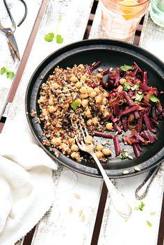 Saveurs Végétales: Quinoa aux pois chiches & poêlée de côtes de betteraves nouvelles, ail et coriandre.
