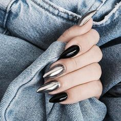 Silver Chrome nails have become more and more popular in recent years. Silver Chrome nails are the latest technology used by all fashionable women. They use some silver and metal nails to make them look like silver. Have you tried silver chrome na Nail Art Design 2017, Nail Art Designs, New Year's Nails, Hair And Nails, Nails 2016, Gorgeous Nails, Pretty Nails, New Years Nail Art, Mirror Nails