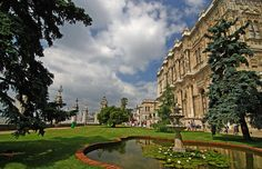 http://www.fotokritik.com/2614430/dolmabahce      Dolmabahce Palace-Istanbul