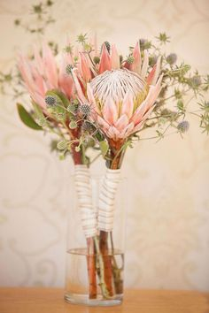 Wedding Flower Bouquets King protea and blue thistle make for such a gorgeous bouquet, see more from Elle Jae here. Flor Protea, Protea Bouquet, Protea Flower, Blue Bouquet, Flower Bouquets, Simple Wedding Bouquets, Boho Wedding Flowers, Floral Wedding, Wedding Centerpieces