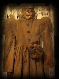 primitive-witchs-dress-halloween-decor could be just plain prairie dress I think also real easy